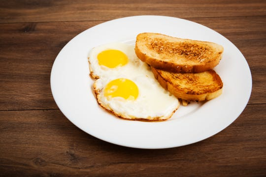 A bland diet that includes foods like toast and eggs can help people manage nausea during chemotherapy.