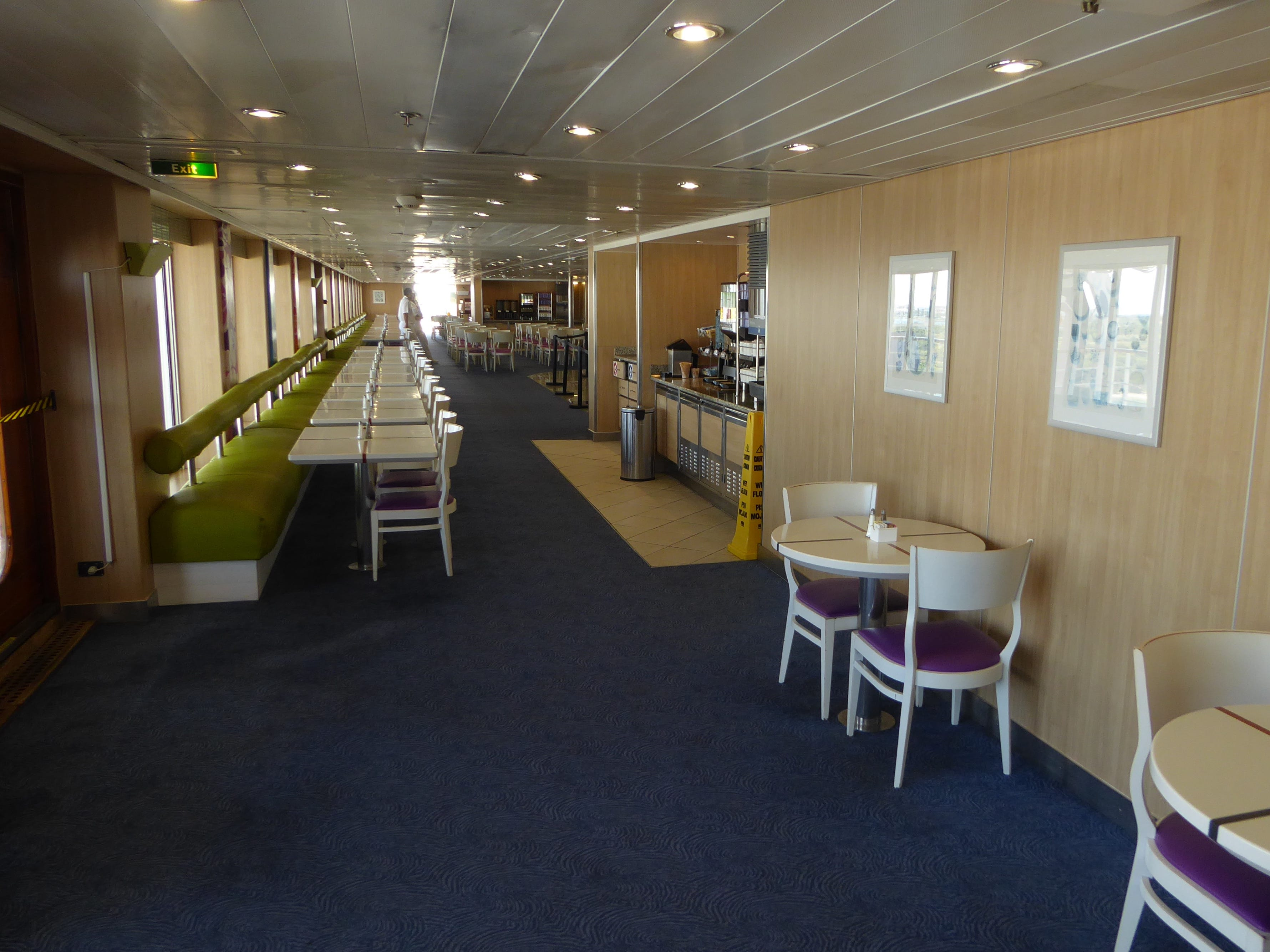The Ocean View buffet is located aft of the La Piscina pool area on Luna Deck.