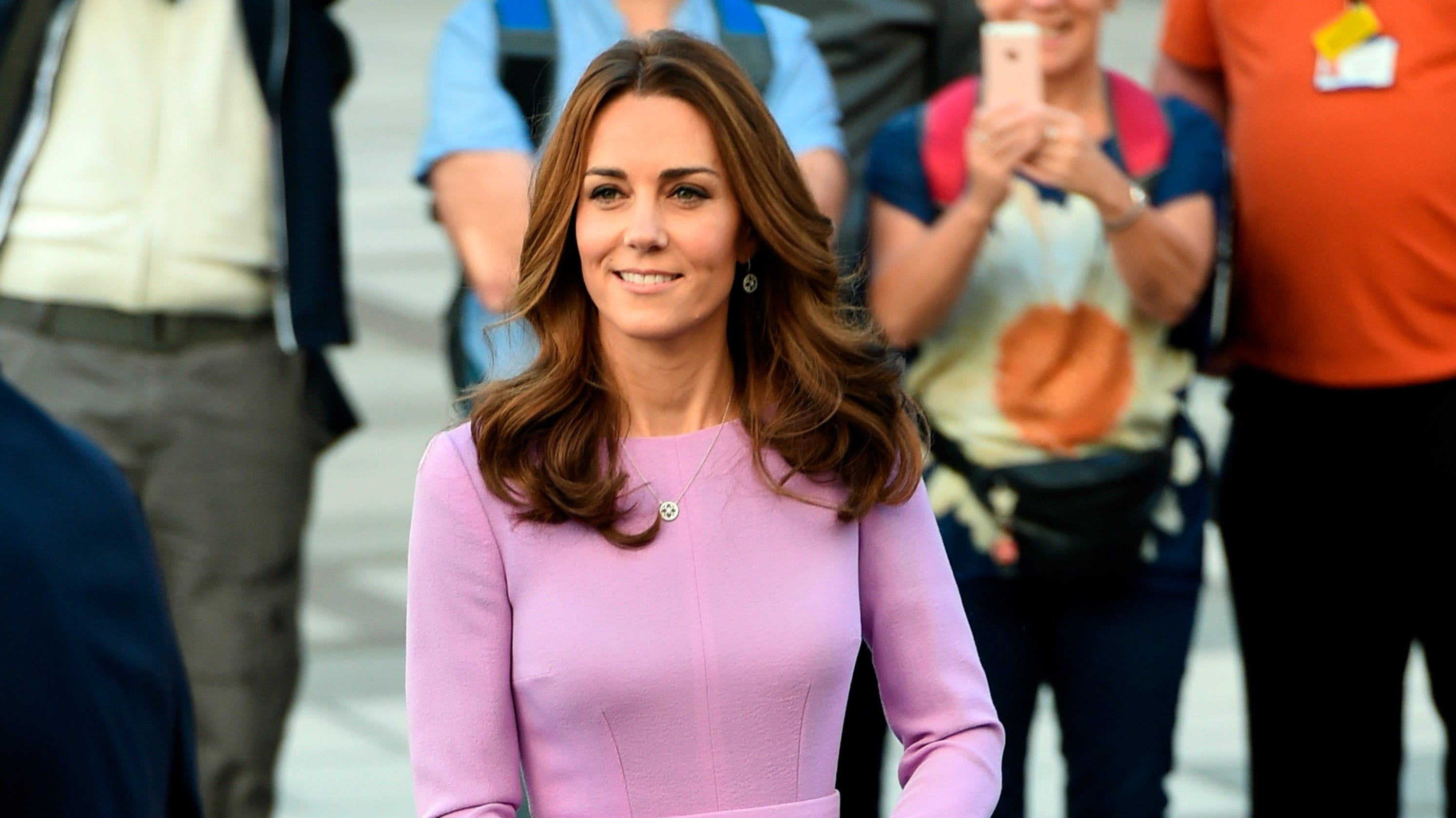 reputable site 02383 8ff75 Duchess Kate makes a case for recycling – again – in Emilia Wickstead