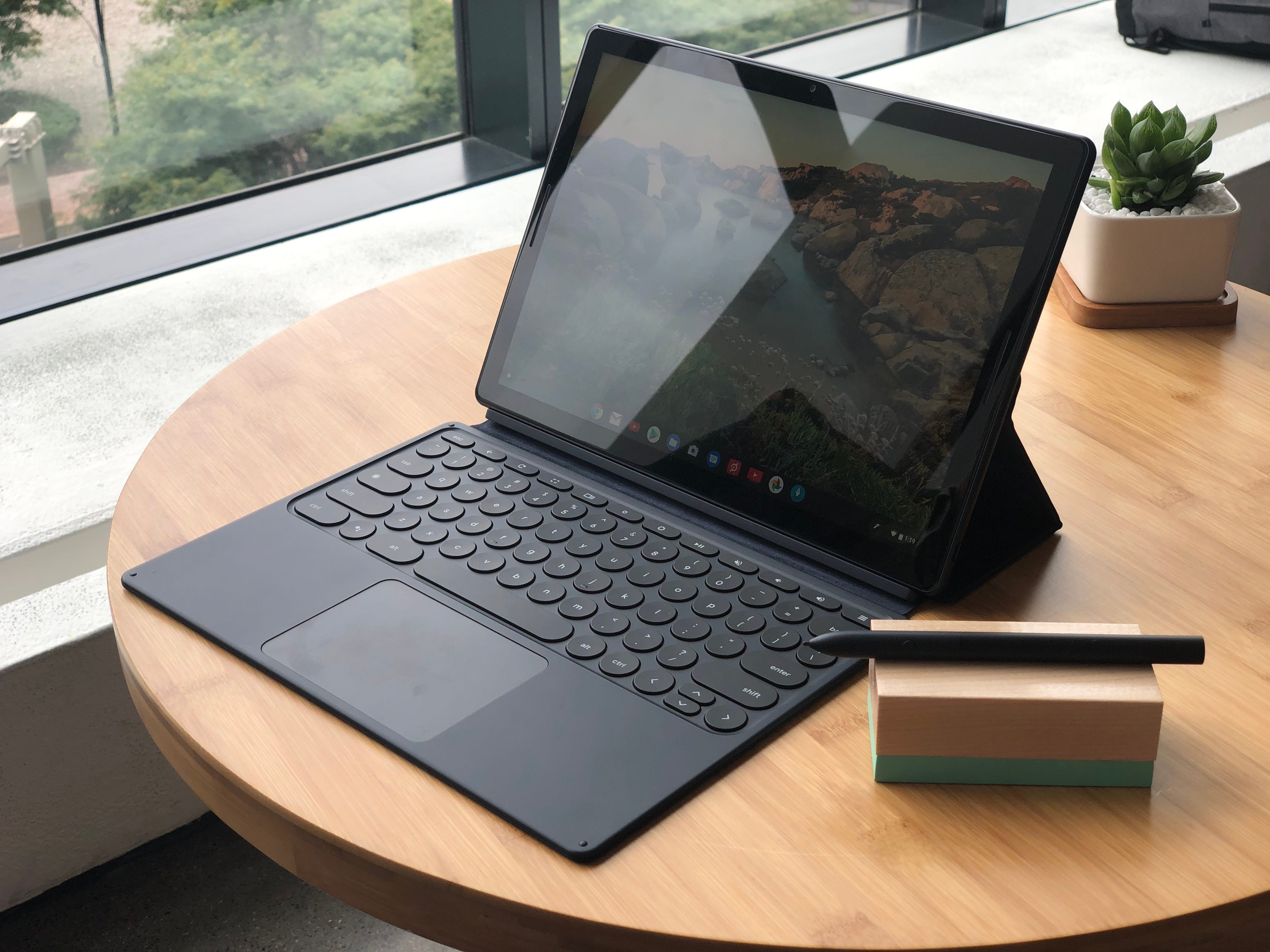 Google's Pixel Slate with keyboard and pen.
