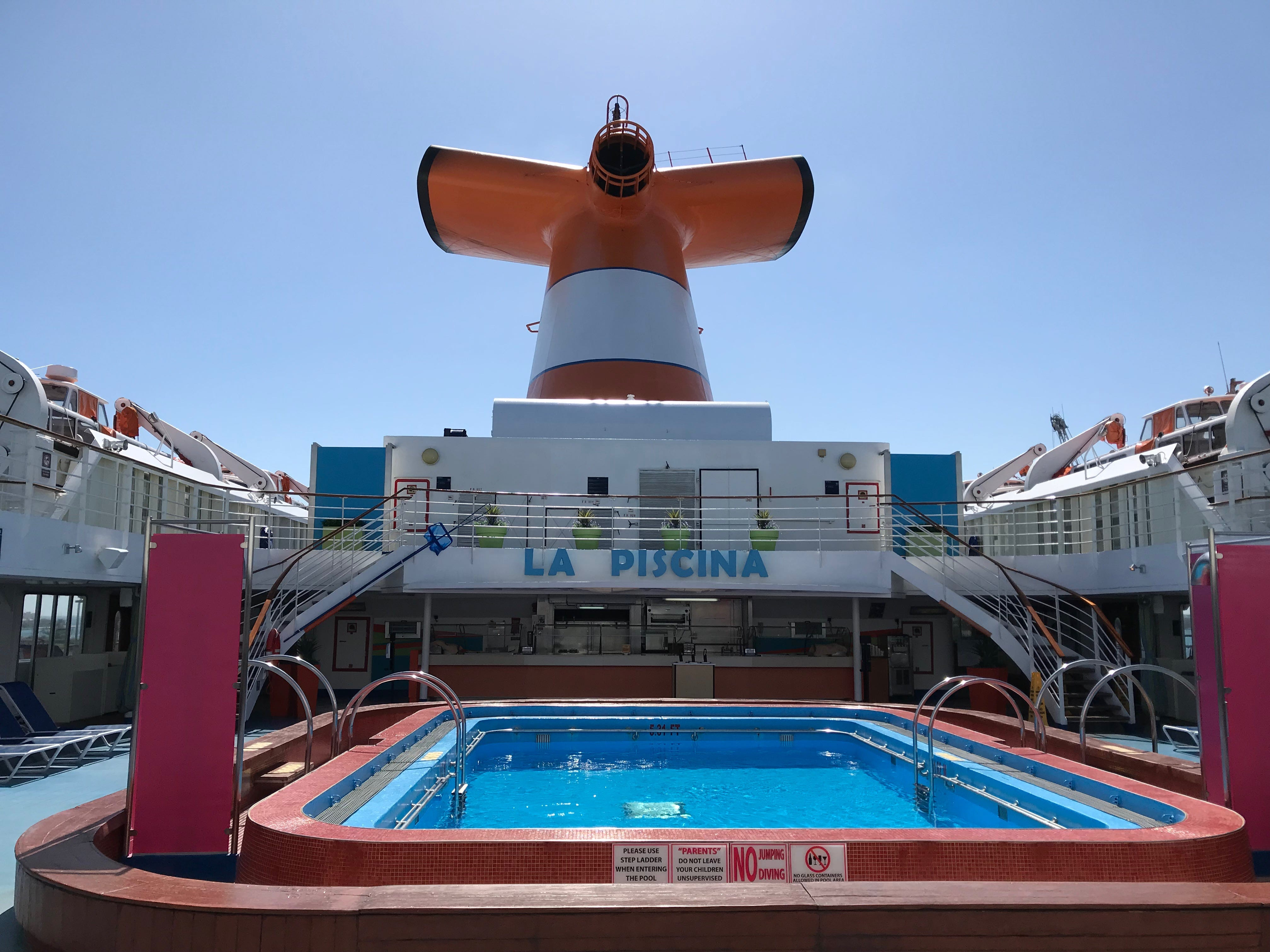 The midships portion of Luna Deck surrounds the La Piscina pool area, which has a large bar and grill.