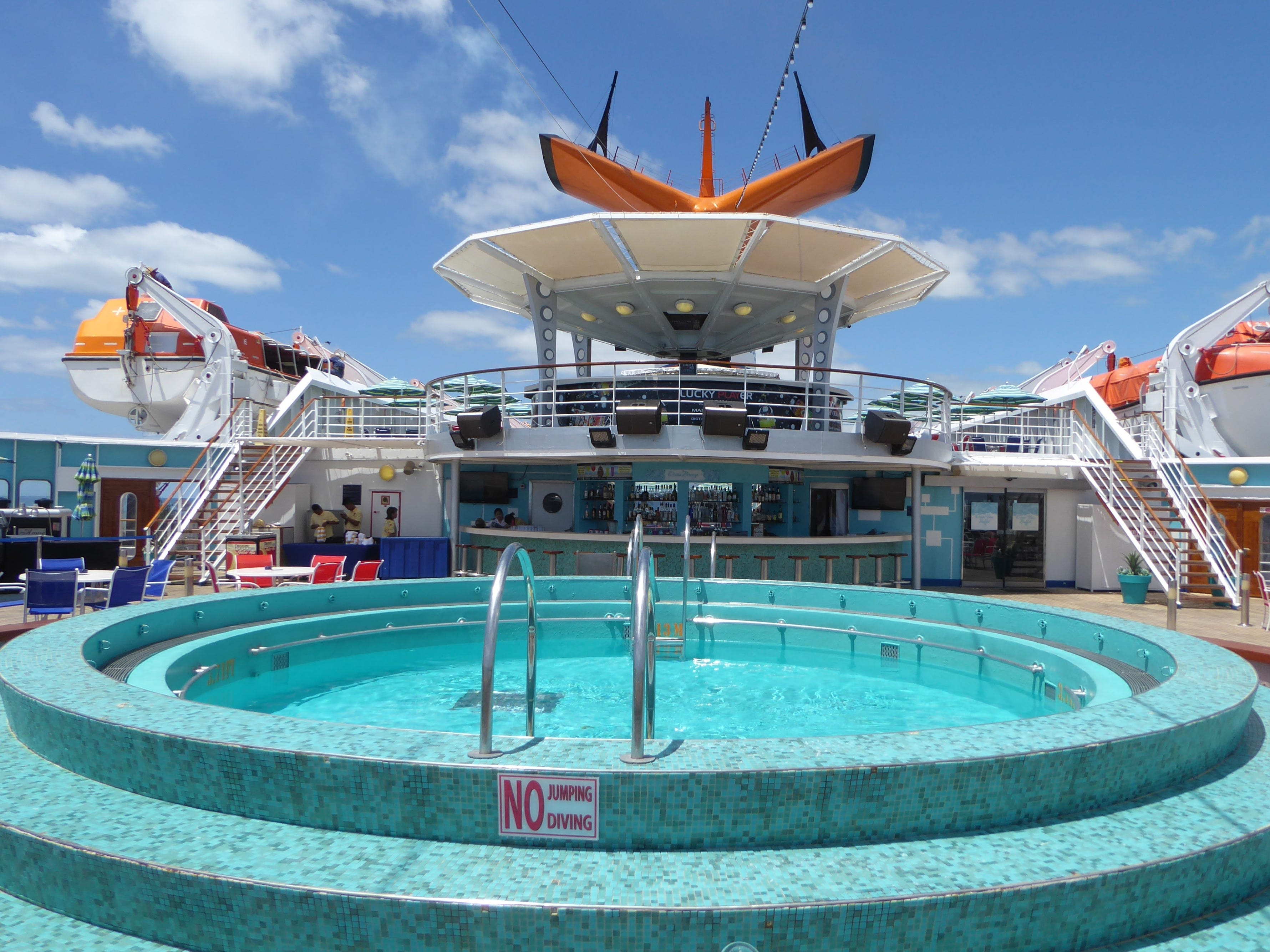 The aft portion of Luna Deck is also home to a wading pool, a pair of whirlpools and more sunning space.