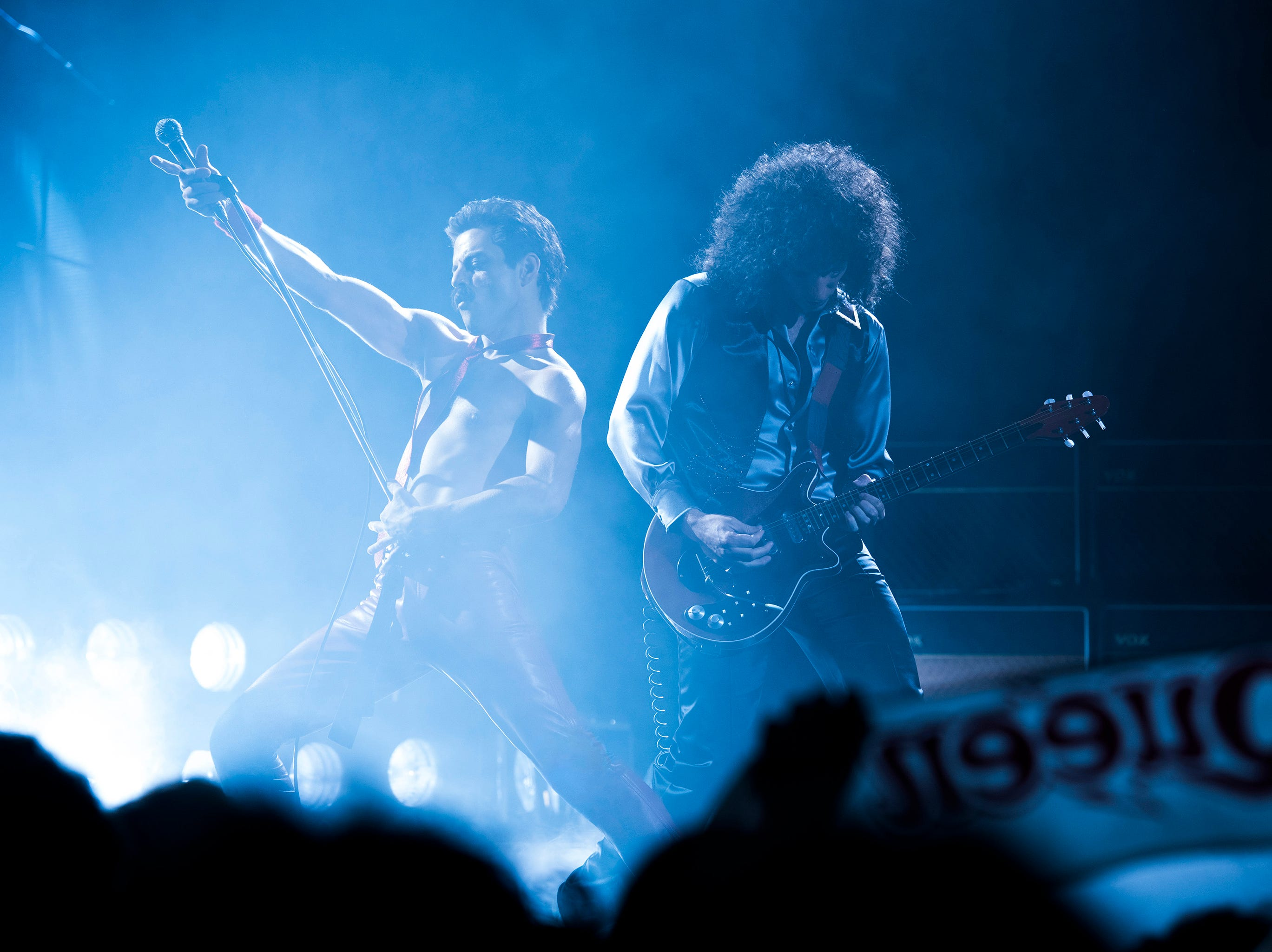 DF-11526_R – Rami Malek (Freddie Mercury) and Gwilym Lee (Brian May) star in Twentieth Century Fox's BOHEMIAN RHAPSODY. Photo Credit: Alex Bailey.