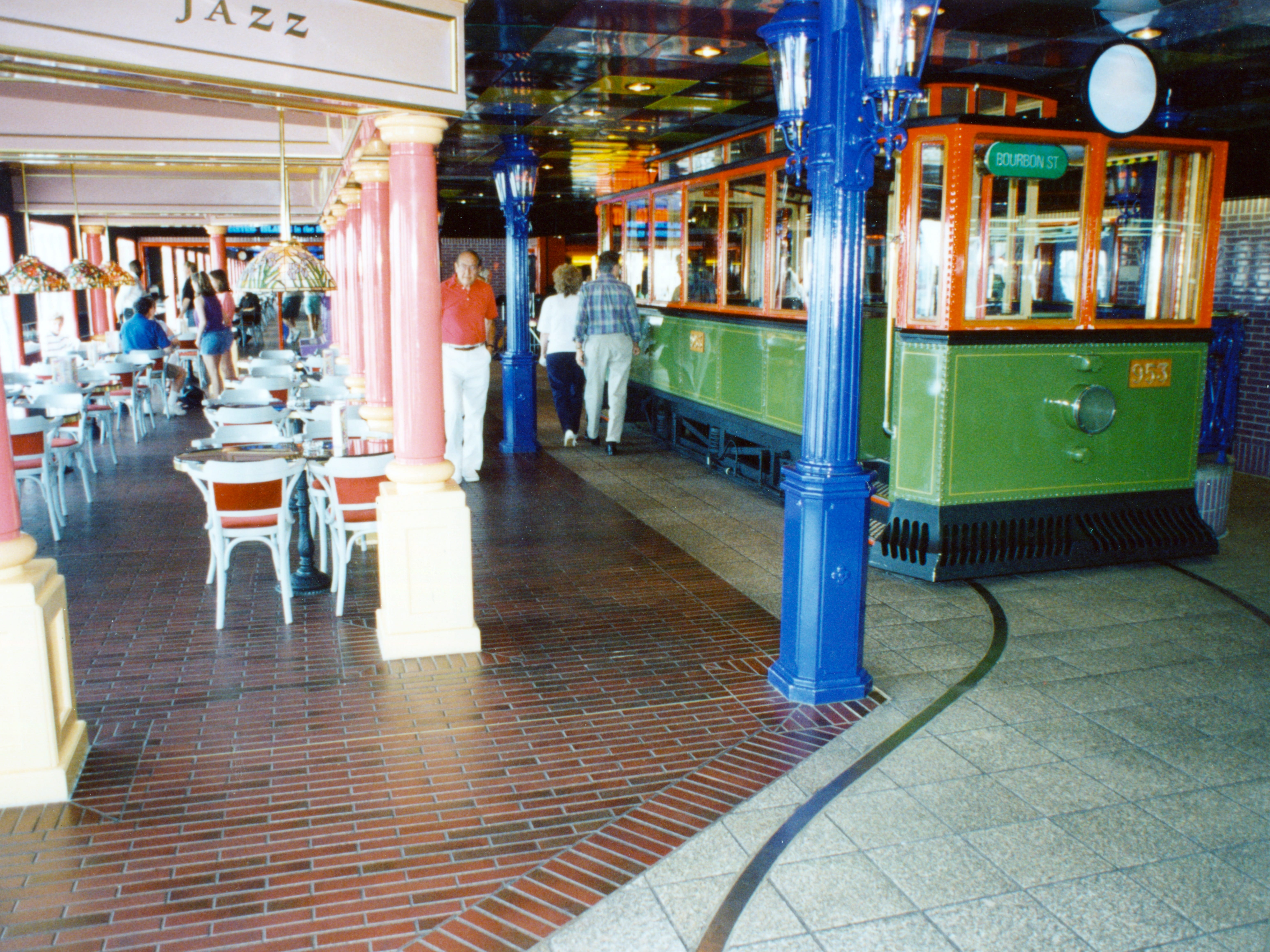 The Celebration was known for its wild, concept-themed original decor by Carnival's favored architect, Joseph Farcus. For instance, a genuine New Orleans street car was part of the Trolley Bar's decor, along with brick decking meant to emulate an open-air Bourbon Street cafe.