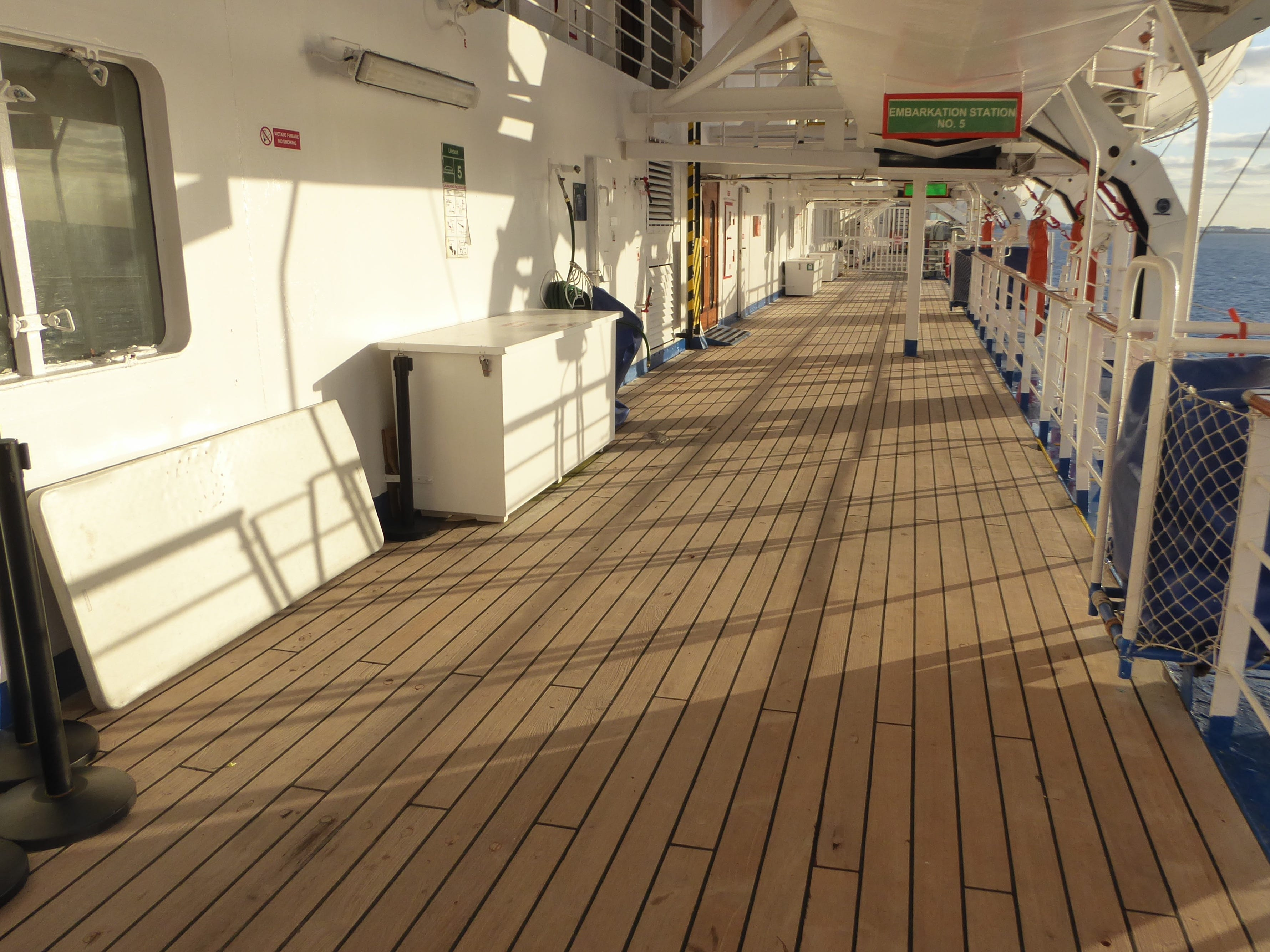 The exterior portion of Luna Deck (10) begins with finite teak-lined promenades on either side of the ship.