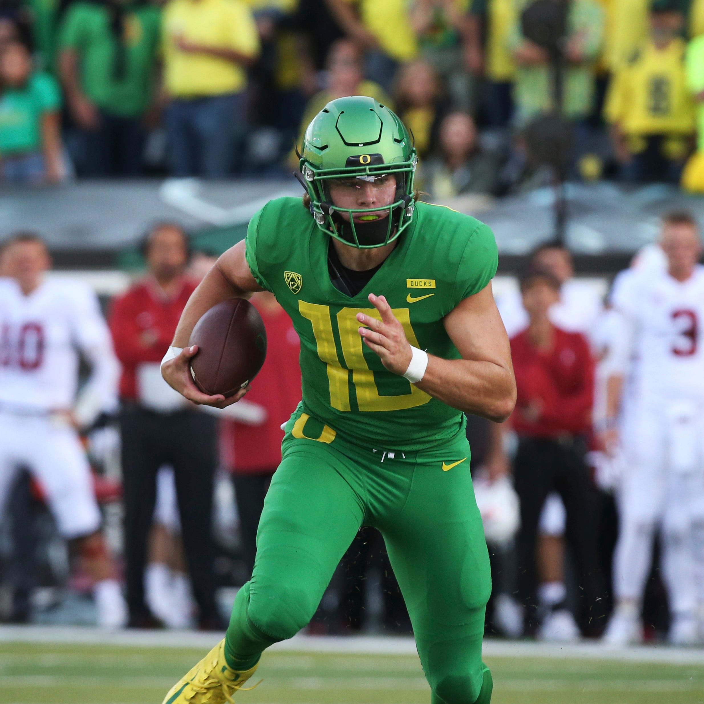 Oregon quarterback Justin Herbert might be licking his chops after watching UCLA freshman Dorian Thompson-Robinson carve up the Washington defense last week.
