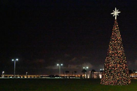 Final Slide For Presentation Christmas Tree