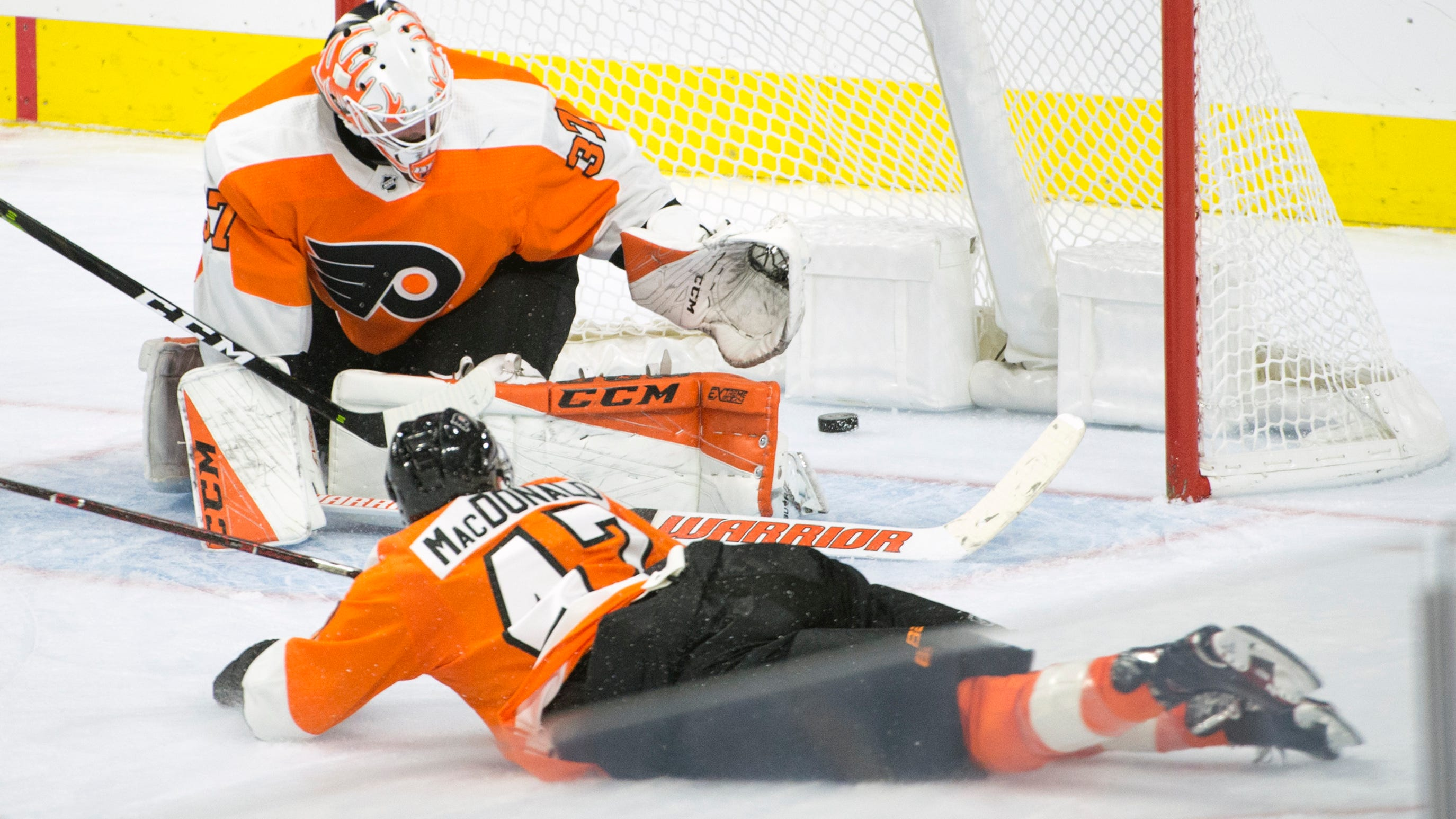 Flyers 5 takeaways: 'To leave a guy out to dry like that, it's absurd'