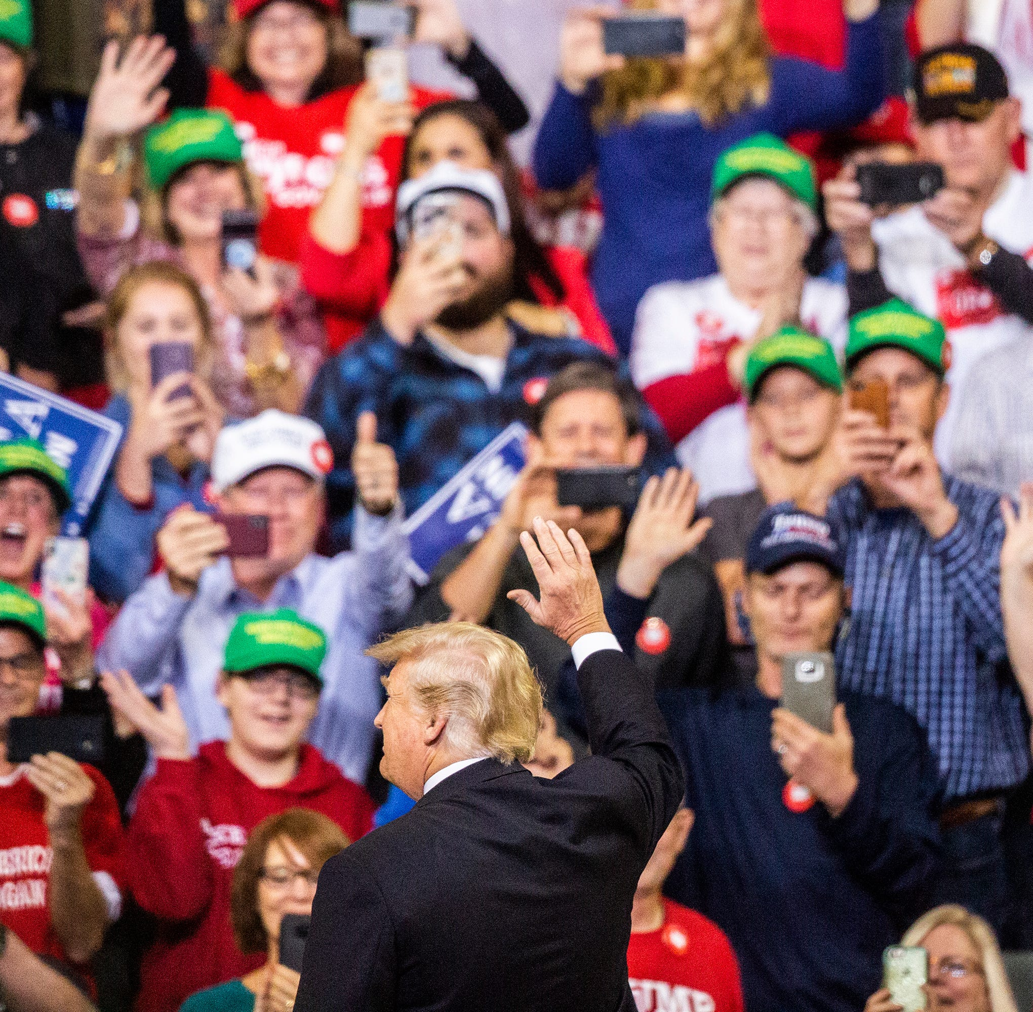 Trump, in Iowa, rallies support for Reynolds, Young and other GOP candidates