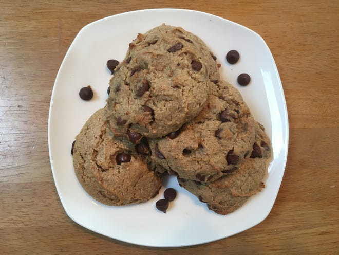 Cookies with peanut butter, chocolate and banana.