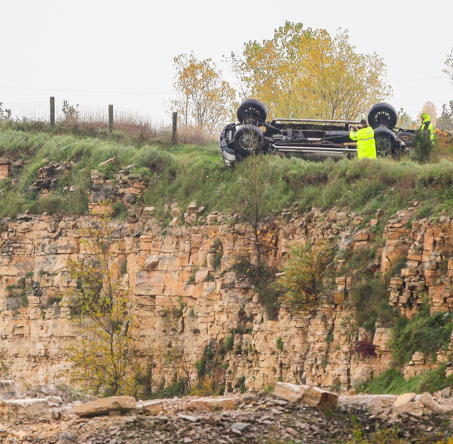 Neosho man dies in rollover which sent him plummeting into quarry below Interstate 41