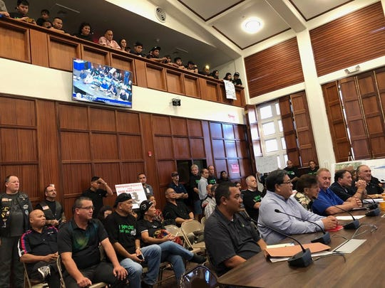 Crowd supports raceway lease