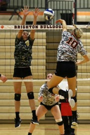 Brighton's Madison Opre drives the ball towards Howell's Reegan Crowley in the Bulldogs' 3-0 victory on Tuesday, Oct. 9, 2018.