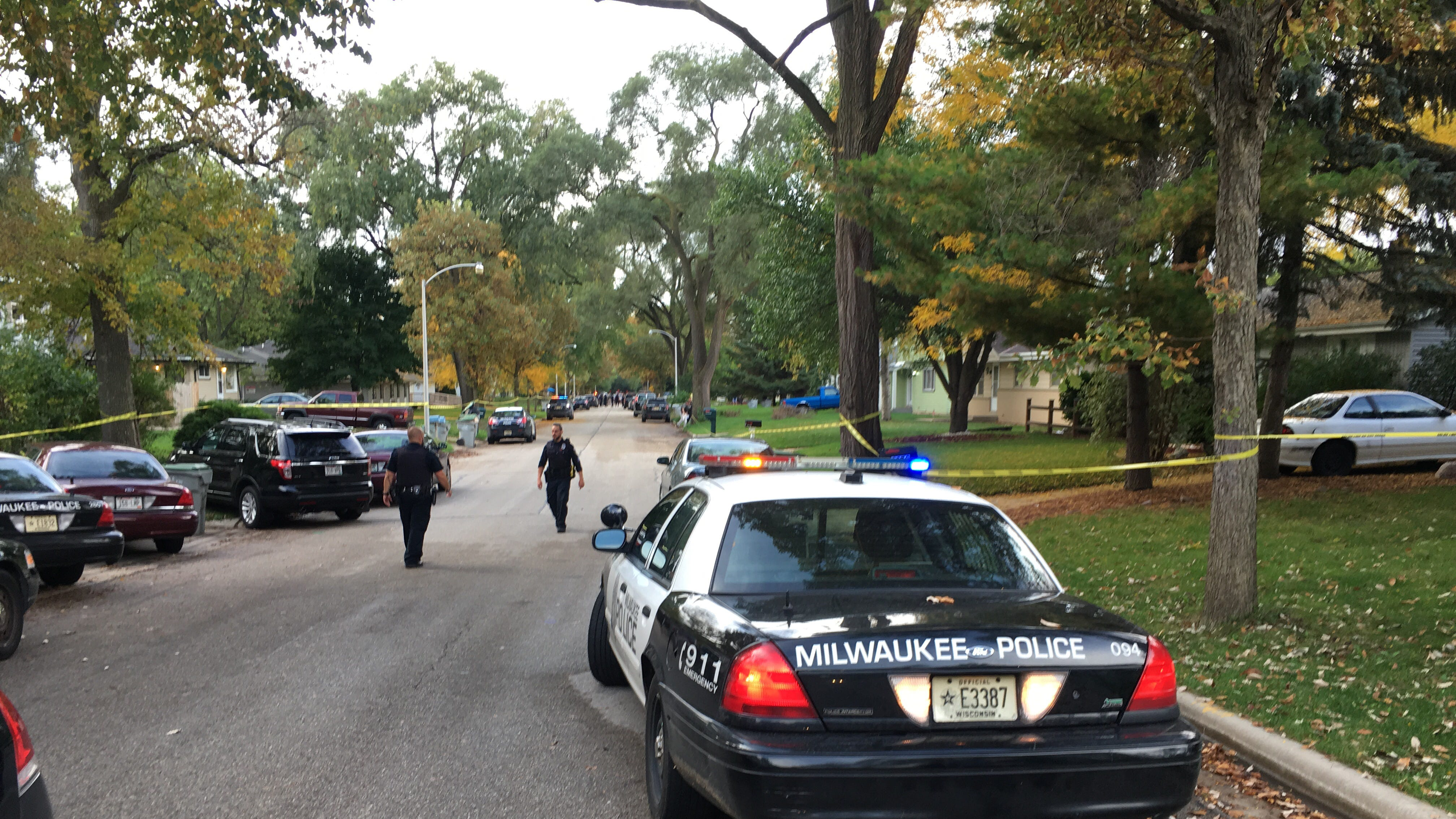 Milwaukee police shoot armed suspect outside an apartment building on N. 101st St. early Wednesday