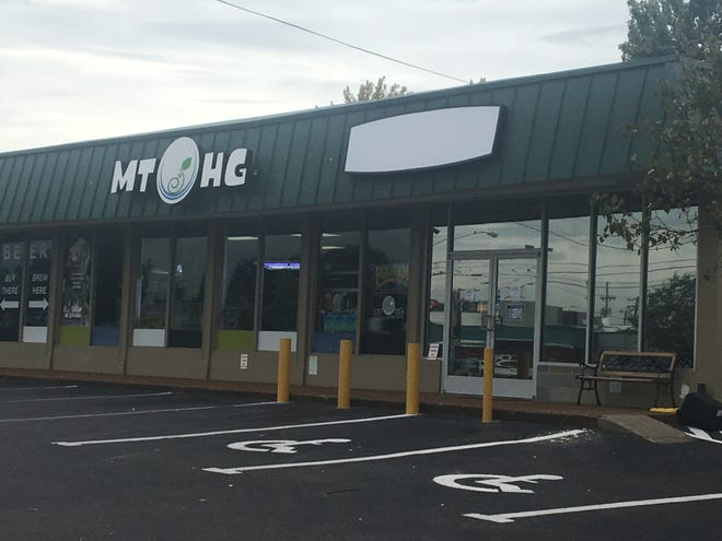 Owner of Middle Tennessee Hemp Company removed the sign, leaving only the MidTN Hydroponics and Gardening sign. For now the store is only selling gardening supplies.