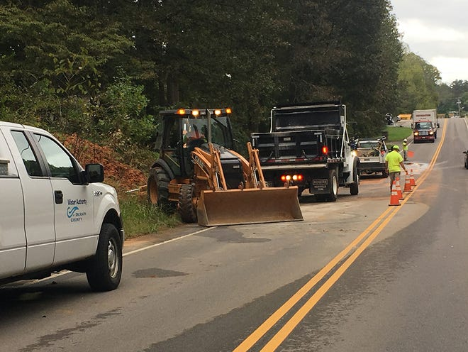 A main water main break along Highway 100 in Fairview disrupted water service for thousands of customers Wednesday morning.