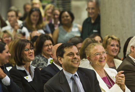 Former Phoenix Mayor Phil Gordon sits next to former Arizona State Superintendent of Public Instruction Carolyn Warner at an event at the Burton Barr Central Library on June 10, 2009.
