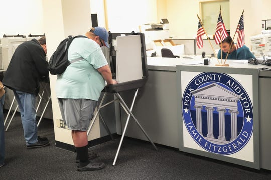 Estadounidenses votaron para las elecciones intermedias en la Oficina de Elecciones del Condado de Polk el 8 de octubre de 2018 en Des Moines, Iowa. Hoy fue el primer día de votación anticipada en el estado.