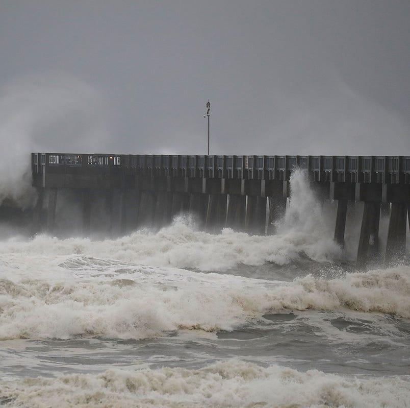 Recargado durante la noche, huracán Michael amenaza Florida