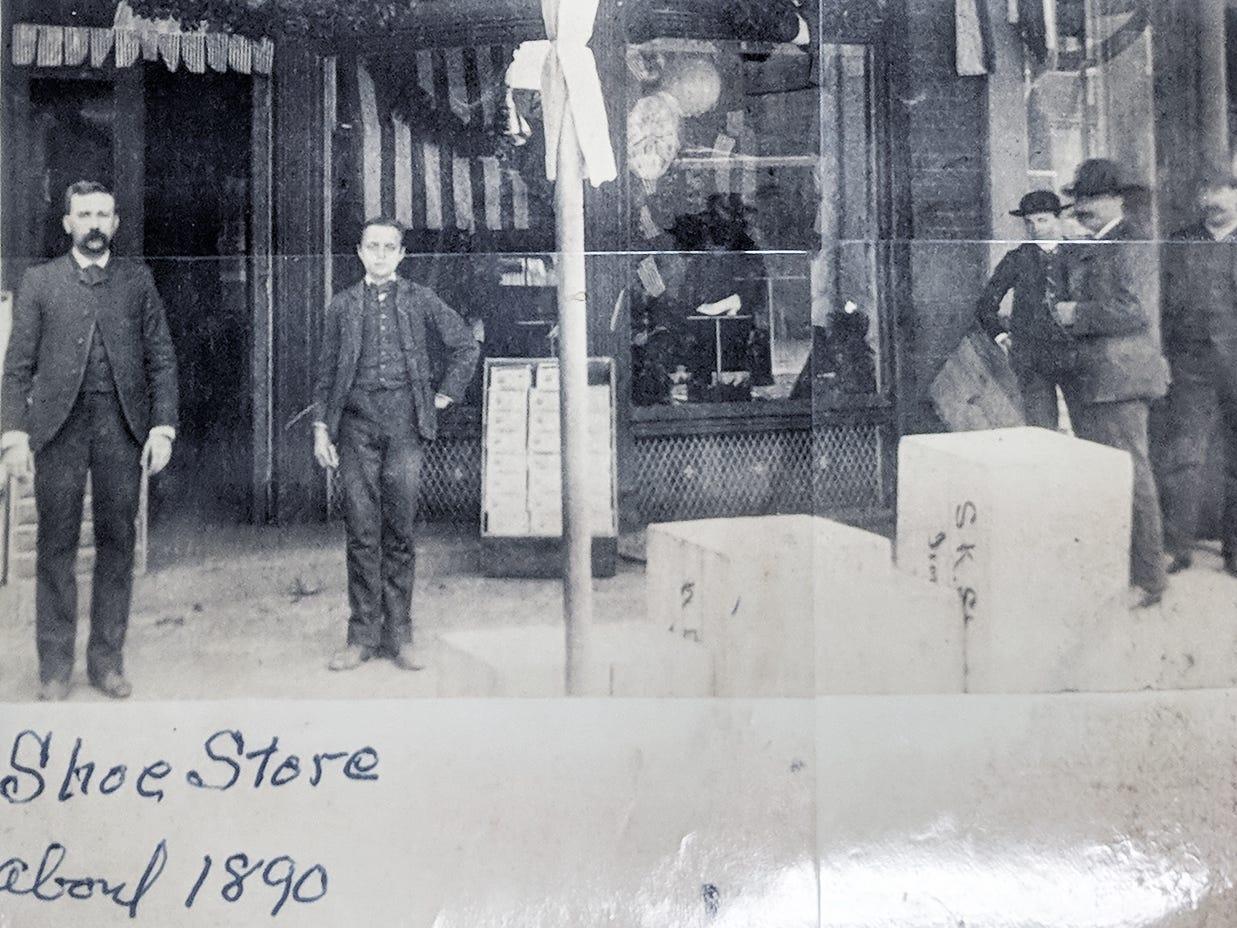 Reineberg's Shoe store in 1890.