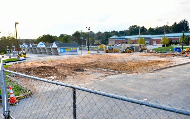 This is the lot where the new and improved Taco Bell will stand. The previous building was a joint Taco-Bell and pizza restaurant.
