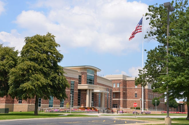 Evangel University is offering dual credit courses this fall to high school students.