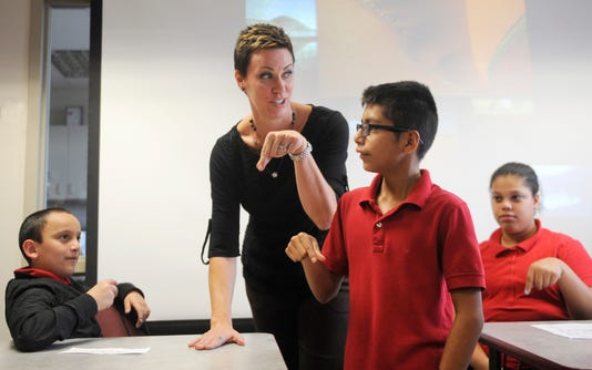 Veterans Memorial Sign Language Club