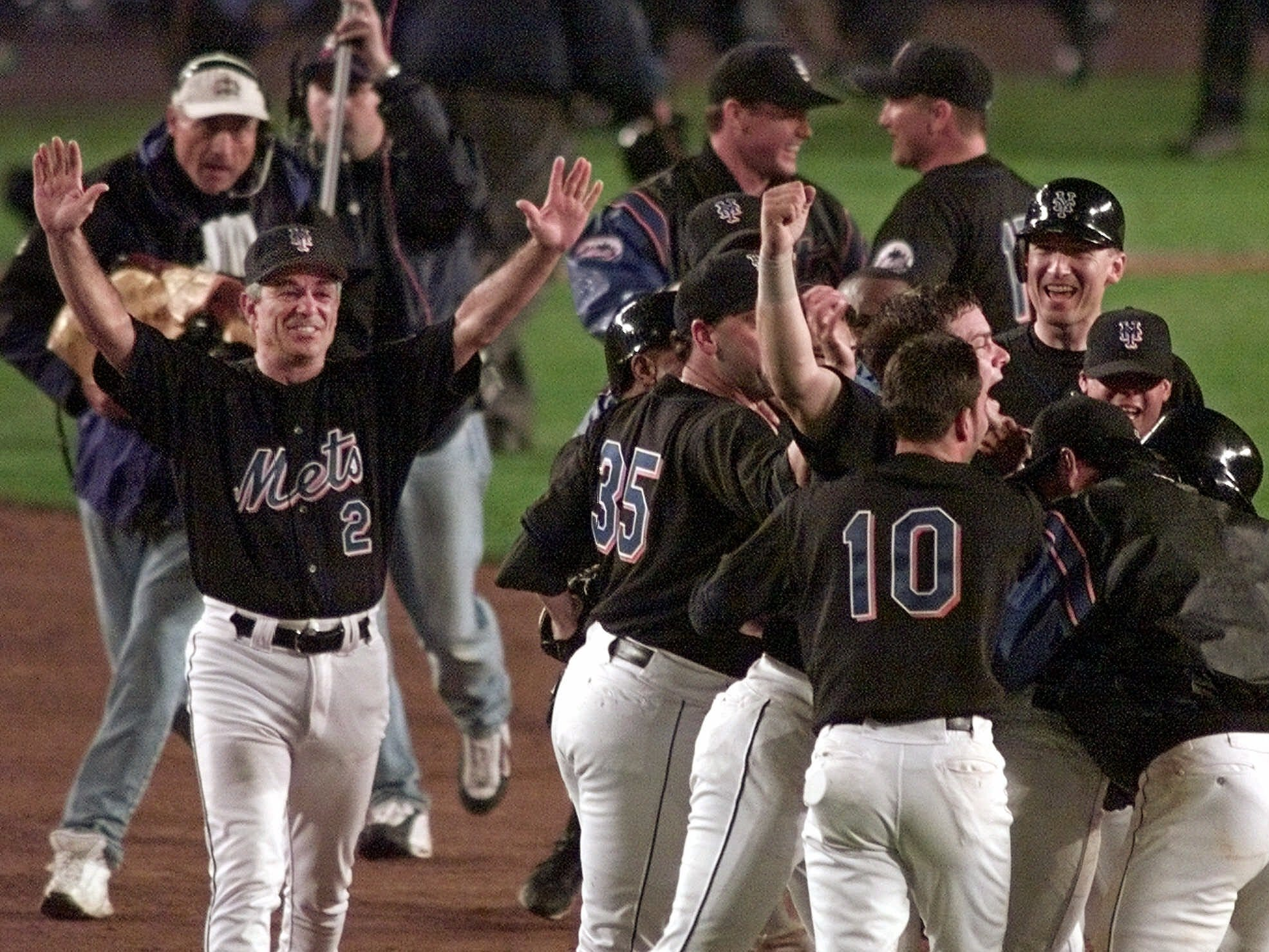 1999 NLCS Game 5: Mets third baseman Robin Ventura hit a walk-off grand slam in the 15th inning against the Braves, but he was mobbed by teammates before reaching second base. Ventura was credited with an RBI single.