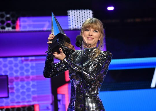 Taylor Swift accepts Artist of the Year onstage during the 2018 American Music Awards.