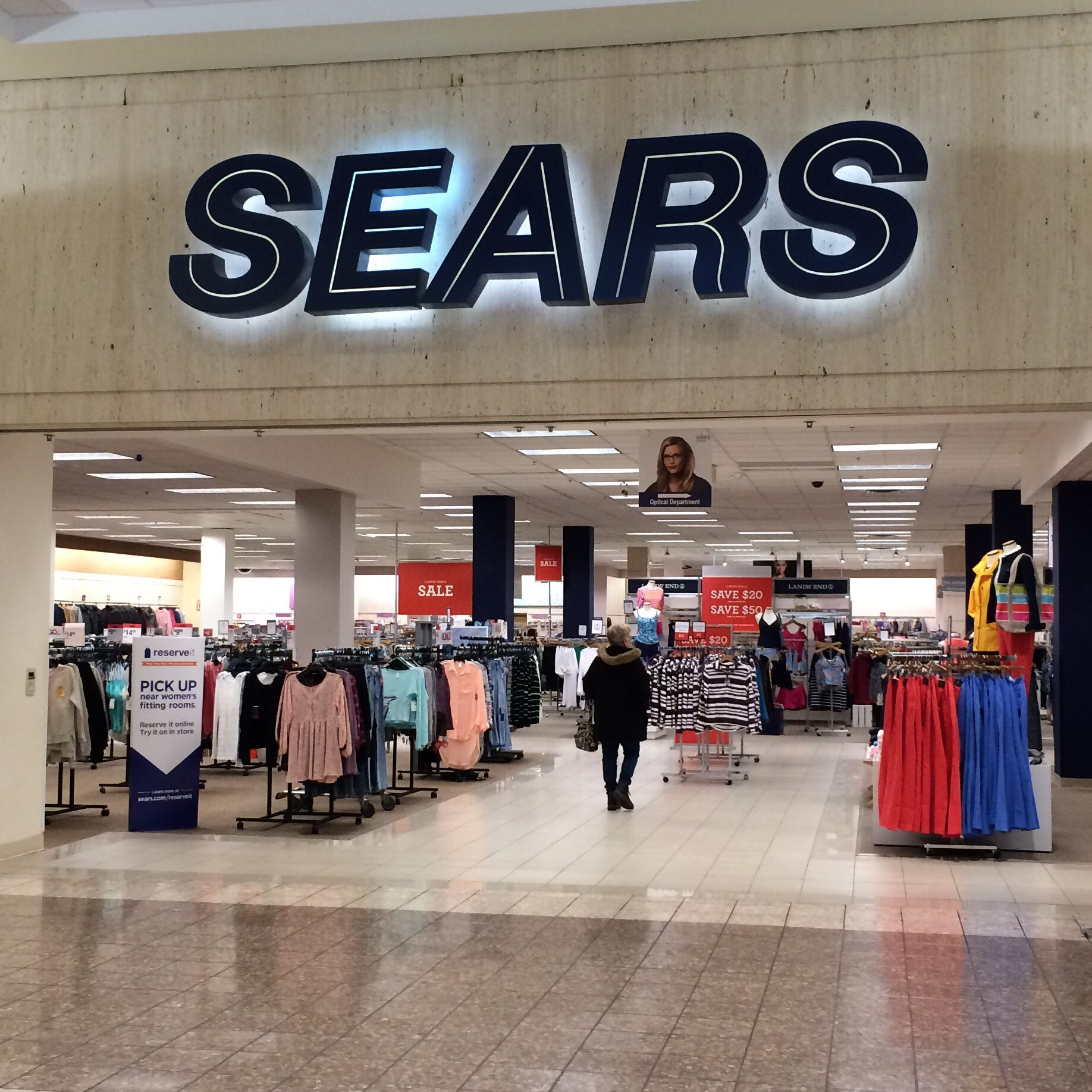Sears in Fox River Mall survives latest round of cuts following bankruptcy filing
