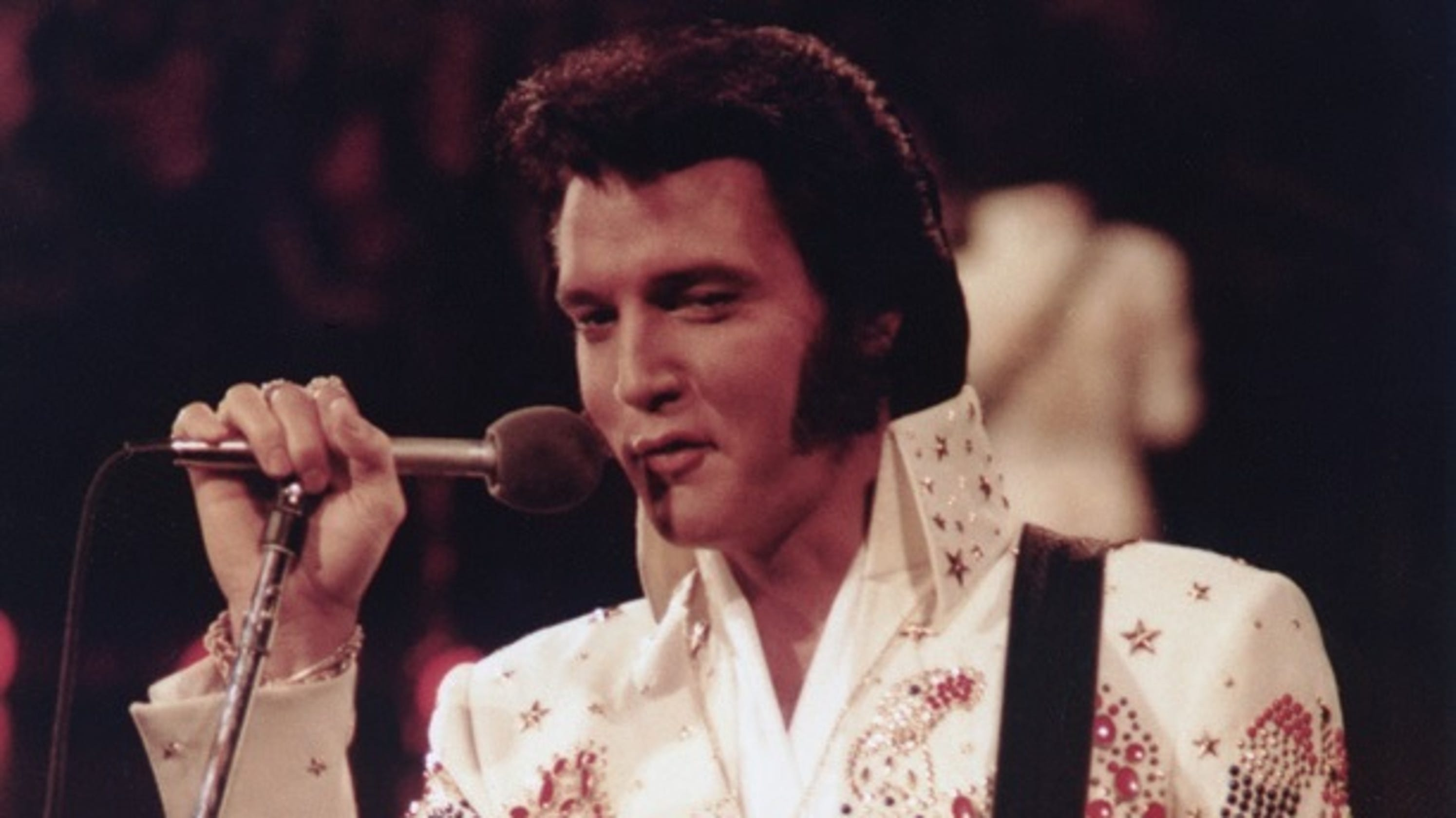 answer man elvis presley s guitar sold at auction by asheville owner