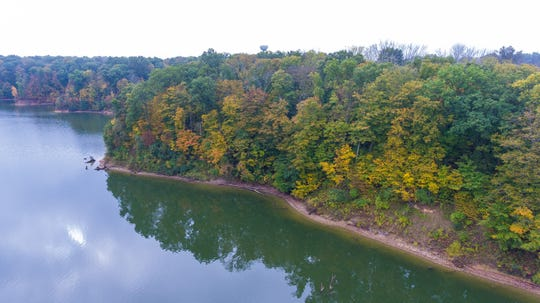 Caesar Creek has 43 miles of hiking trails rated from moderate to difficult. Located in Warren, Clinton, and Greene counties, Caesar Creek State Park includes a 2,830-acre lake.