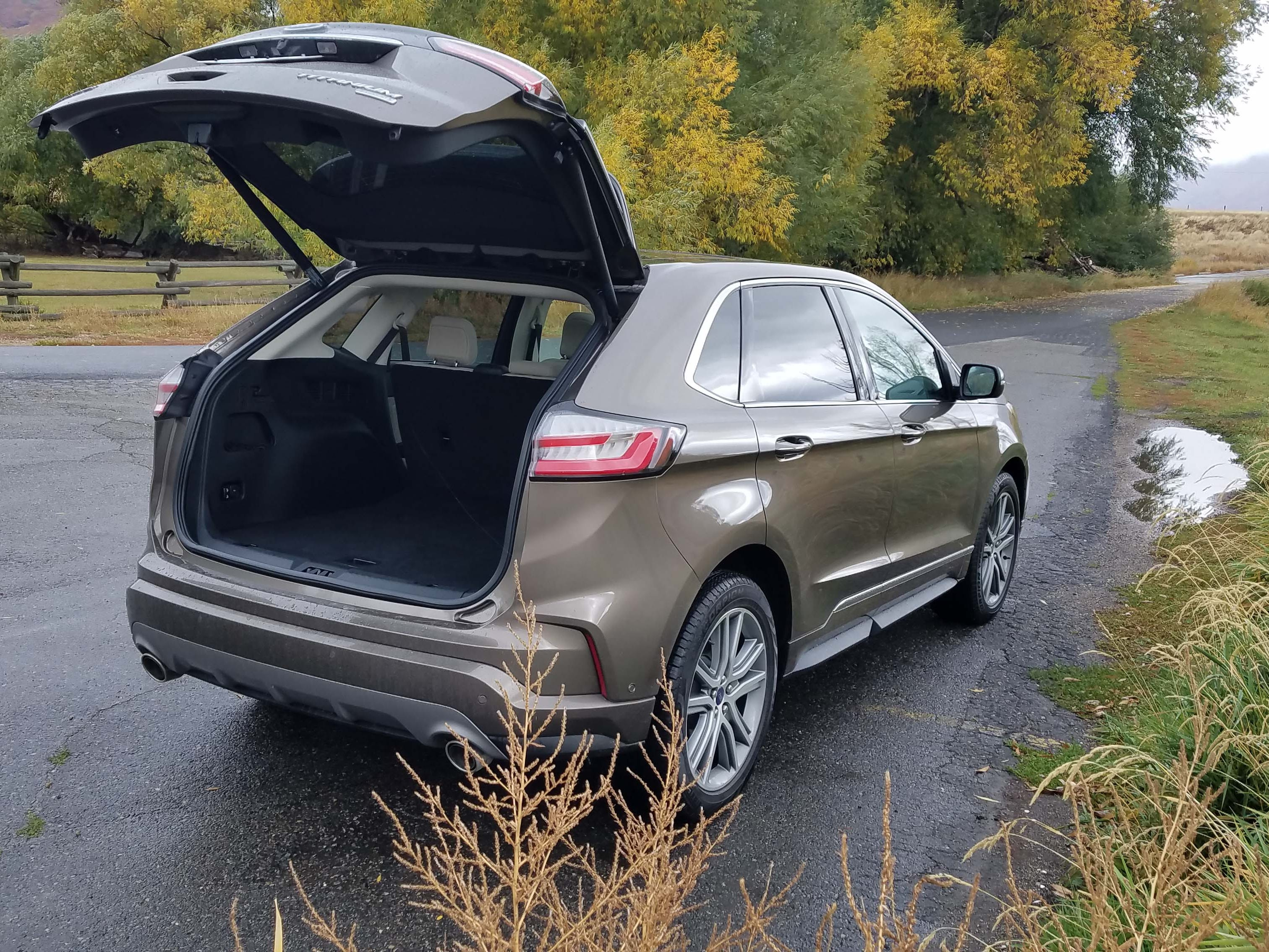 The 2019 Ford Edge continues Ford's innovative tradition with a kick-open rear hatch.