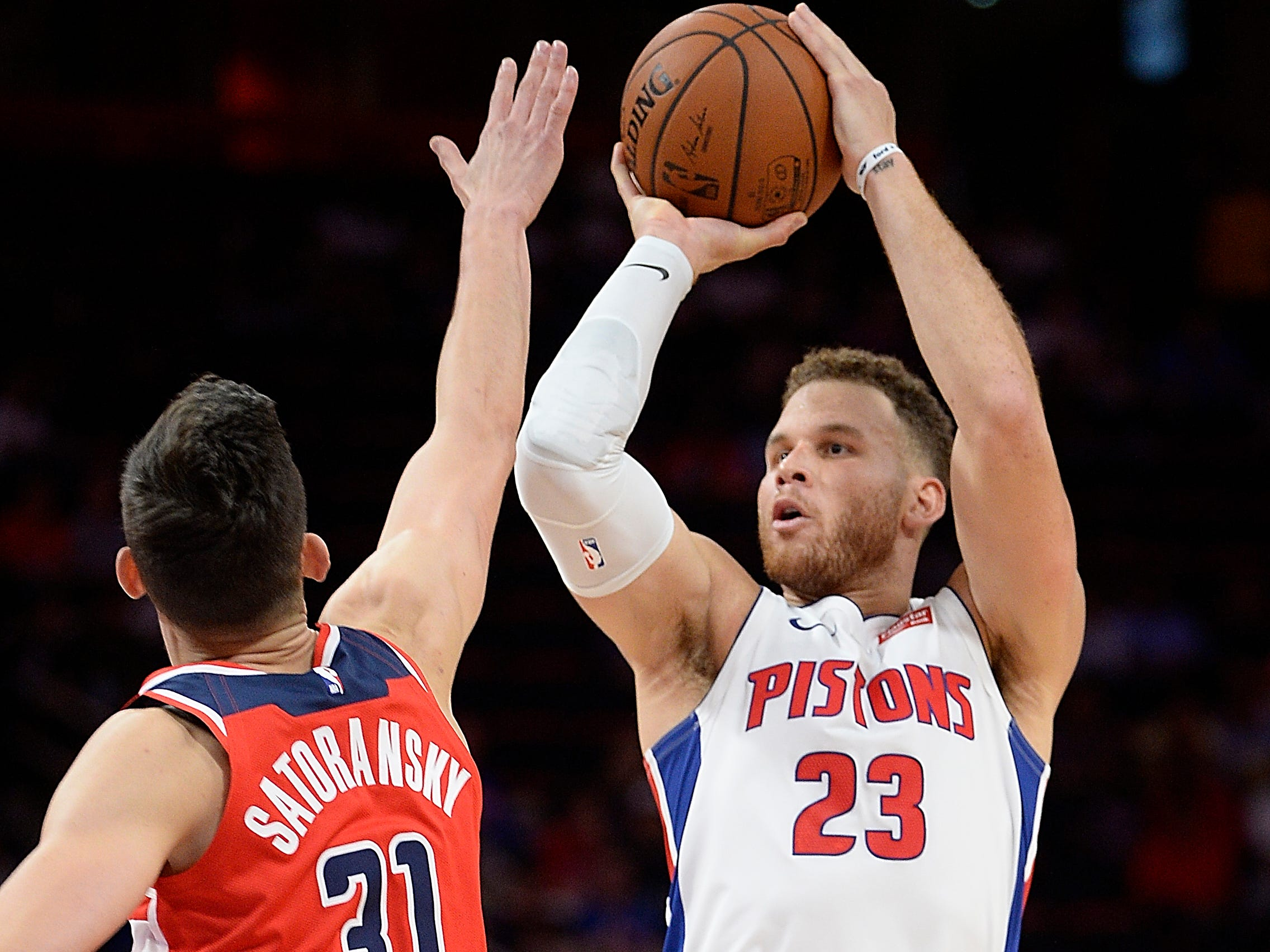 Pistons' Blake Griffin shoots over Wizards' Tomas Satoransky in the second quarter.