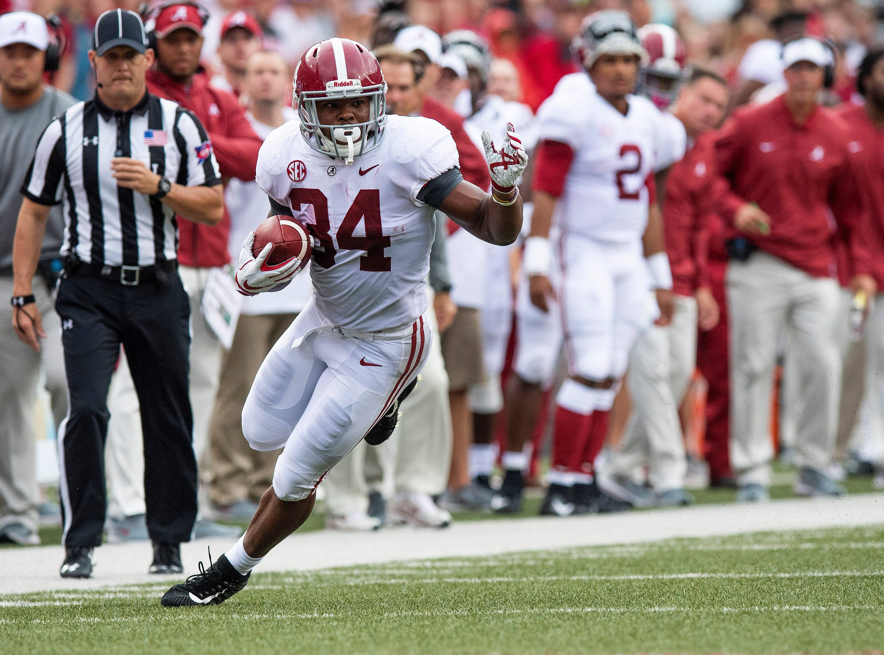 Alabama running back Damien Harris (34) carries the ball against Arkansas during first half action in Fayetteville, Ark., on Saturday October 6, 2018.