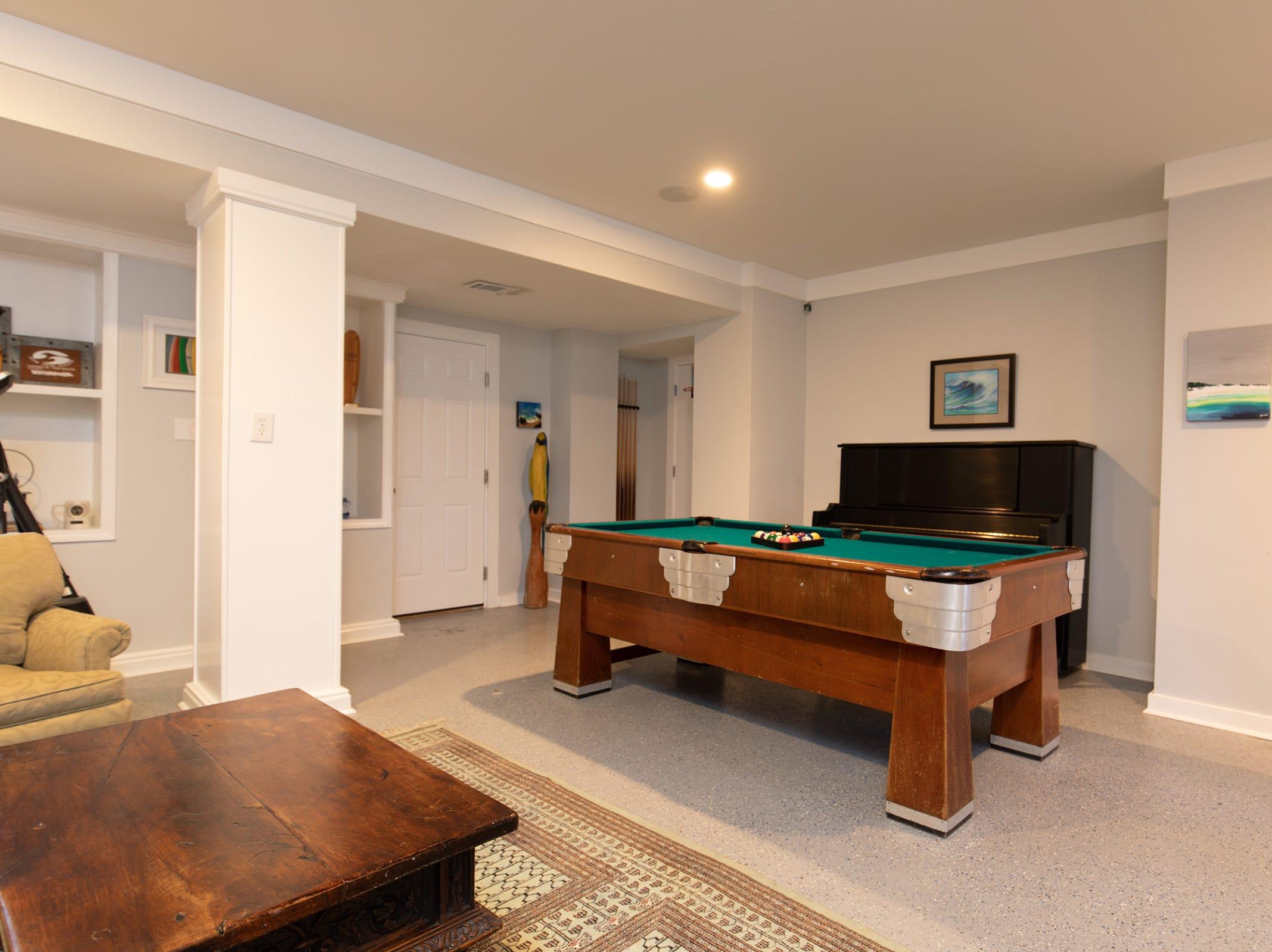 200 Sabine Drive, a downstairs bonus room.