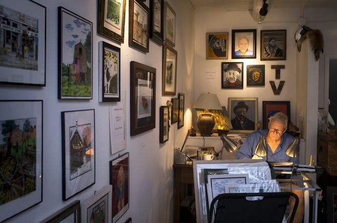 Suns legend Dick Van Arsdale works in his Scottsdale art studio on Oct. 3.