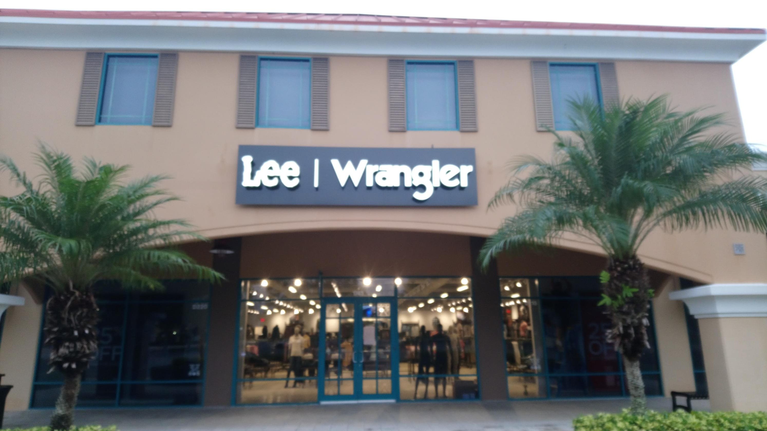 fbc610e4 Lee-Wrangler Outlet opening at Vero Beach Outlets Friday