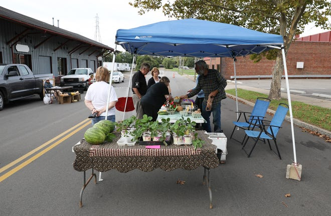 Discussion continues online about where the Zanesville Farmers Market should be located.