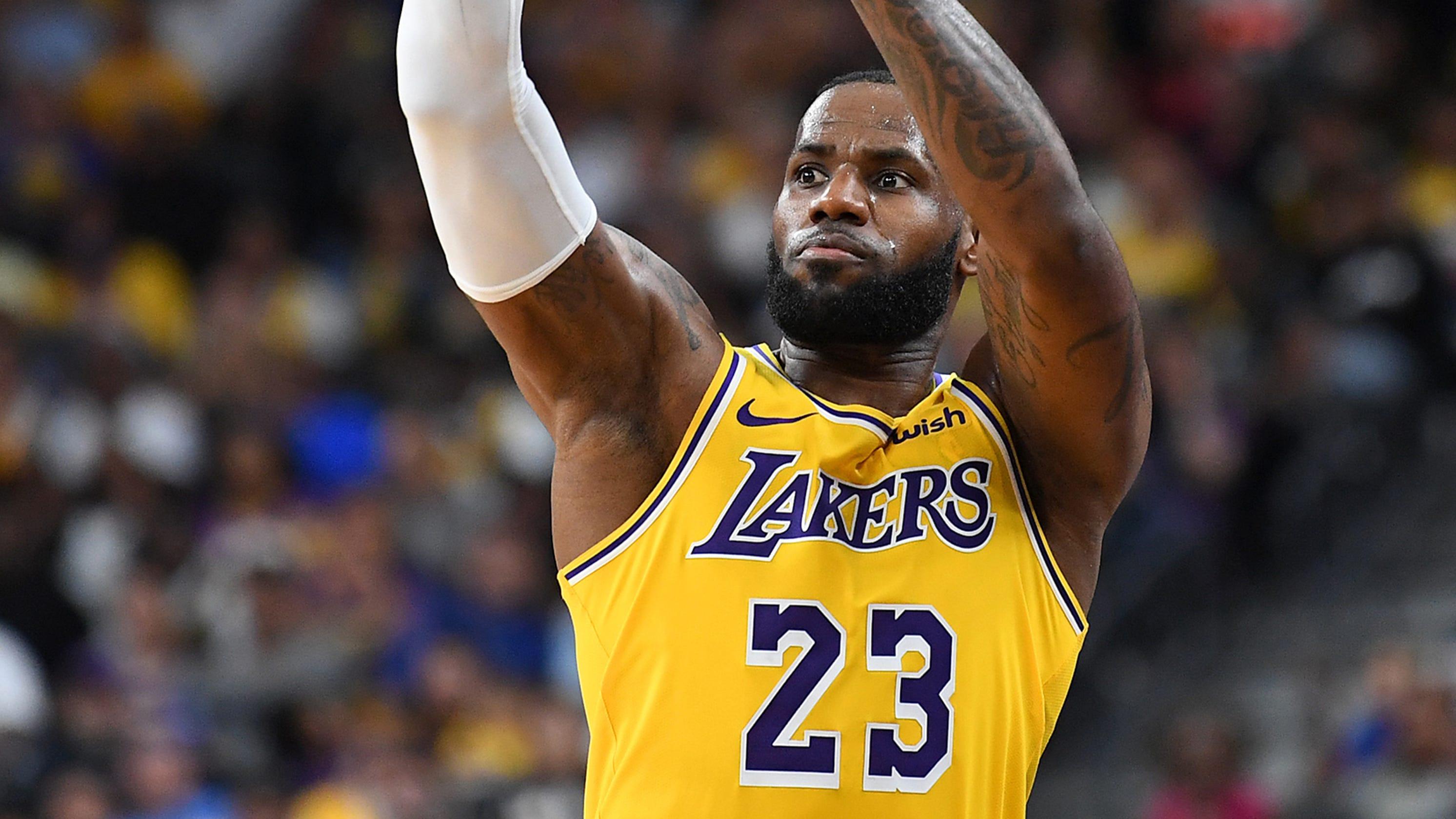 LeBron James  LA Lakers newcomer hits buzzer-beater three vs. Warriors e97bca5f1
