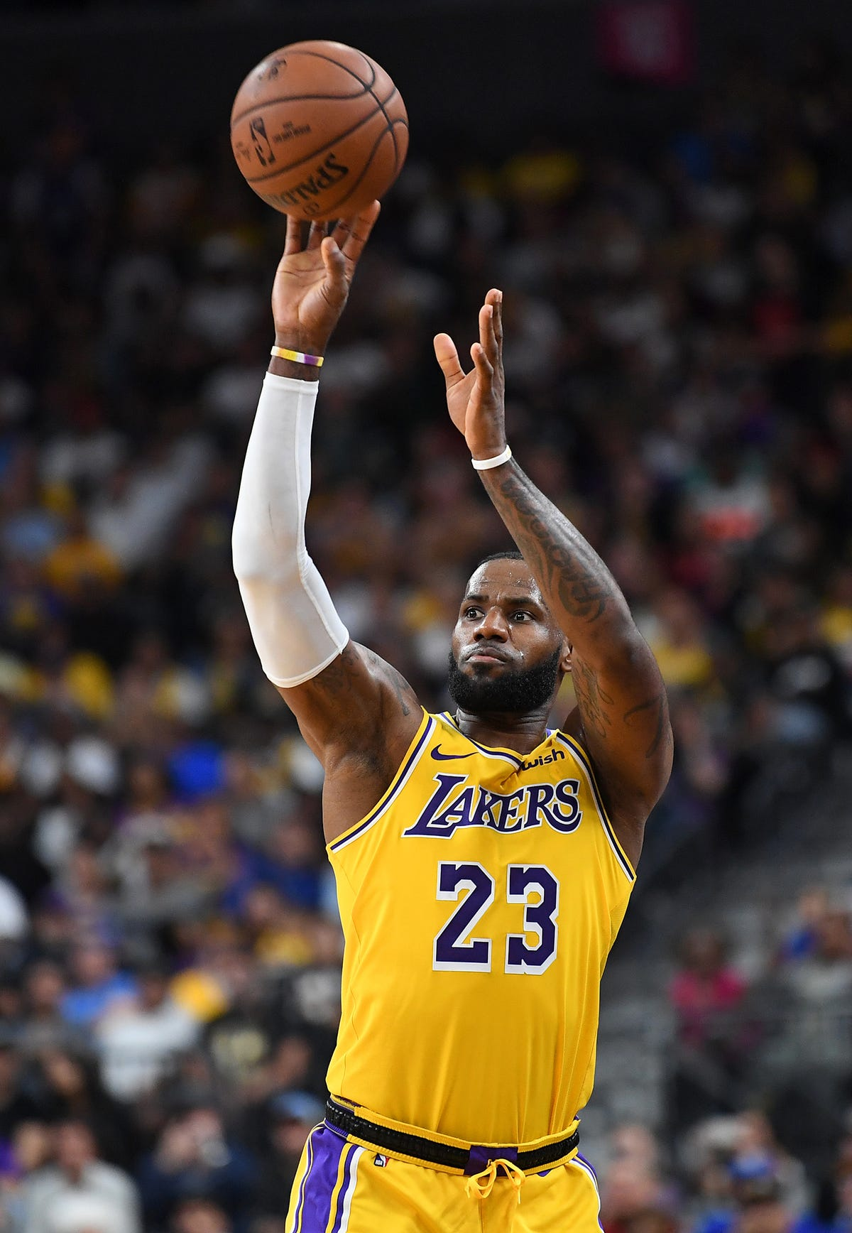 timeless design 86cfe 1dd61 LeBron James: LA Lakers newcomer hits buzzer-beater three vs ...