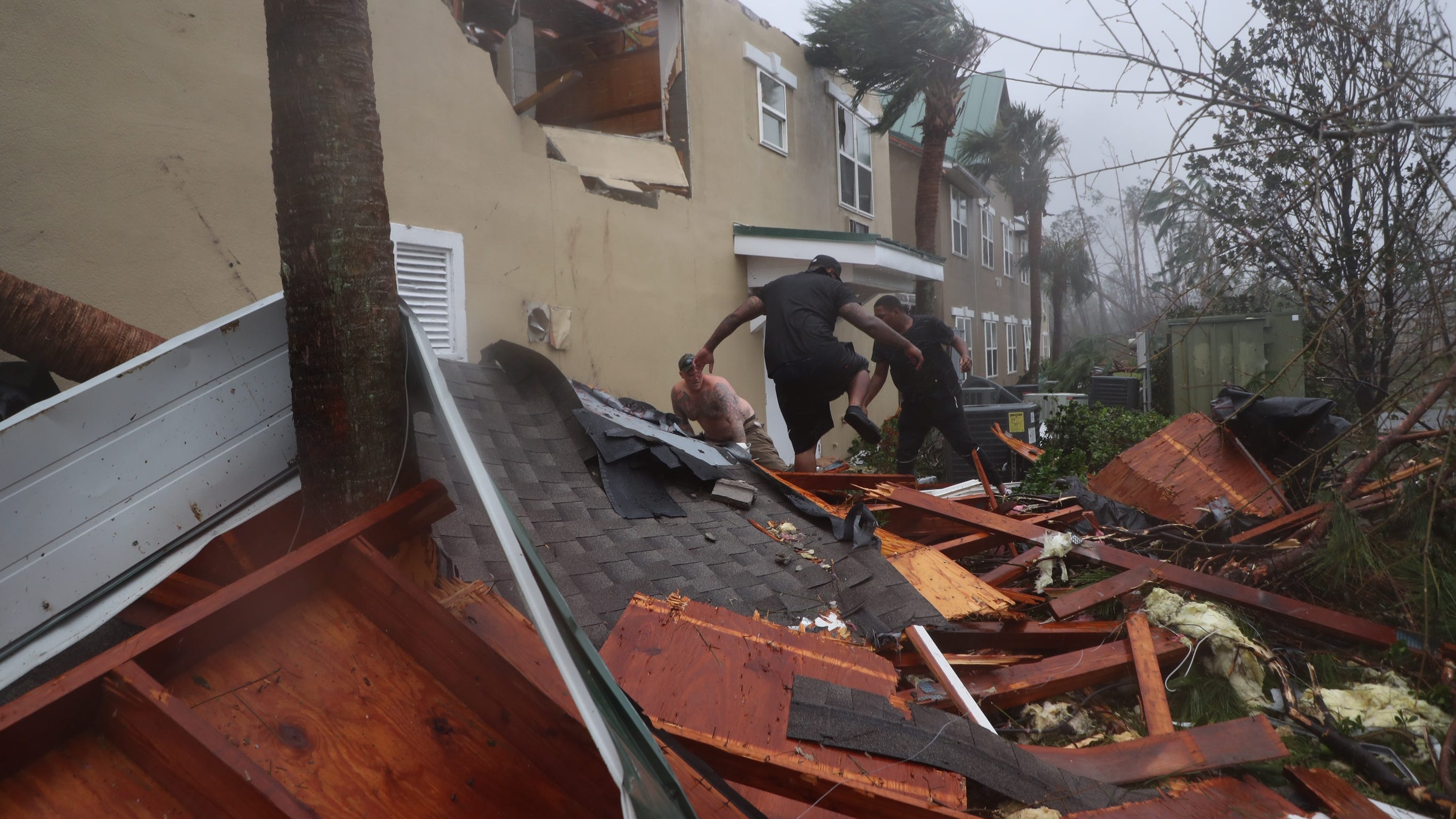Storm Michael: Navy Corps making ready to veil 'tens of 1000's' of damaged roofs thumbnail