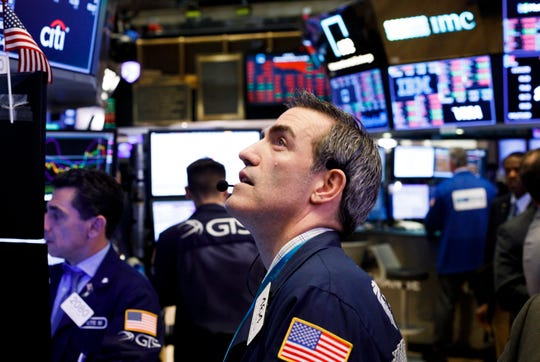 epa07084370 Traders work on the floor of the New York Stock Exchange in New York, New York, USA, on 10 October 2018. The Dow Jones industrial average lost over 800 points today.  EPA-EFE/JUSTIN LANE ORG XMIT: JLX08