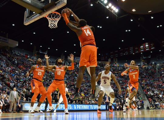 Forward Elijah Thomas (14) helped lead Clemson to a rout of Auburn in the second round of the 2018 NCAA Tournament.