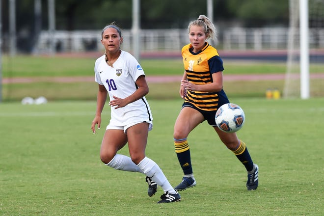 Hardin-Simmons forward Randie Dennison (10) secured a starting spot early this season. The Wylie graduate was named first team All-American Southwest Conference with 11 goals during her freshman campaign.
