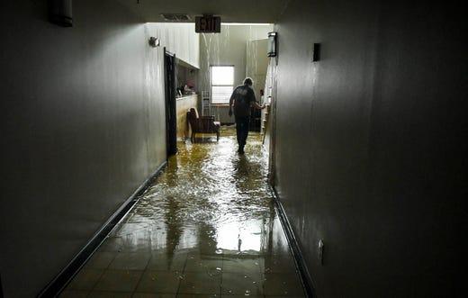 Hurricane Michael Inside Crumbling Panama City Hotel Usa Today
