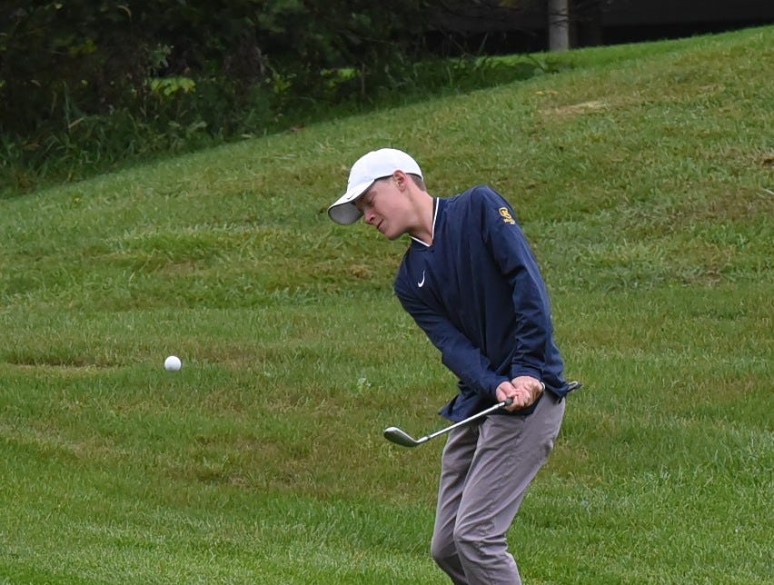 Thomas Henderson of Moeller lifts a pitch shot to the green for the Crusaders at the 2018 Southwest District Golf Tournament in Beavercreek, Ohio, October 11, 2018.