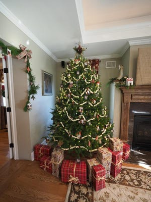 Abundant fresh greens and trees decorated with hand-made ornaments are always a high-lite of a Stanton Holly Trail Home.