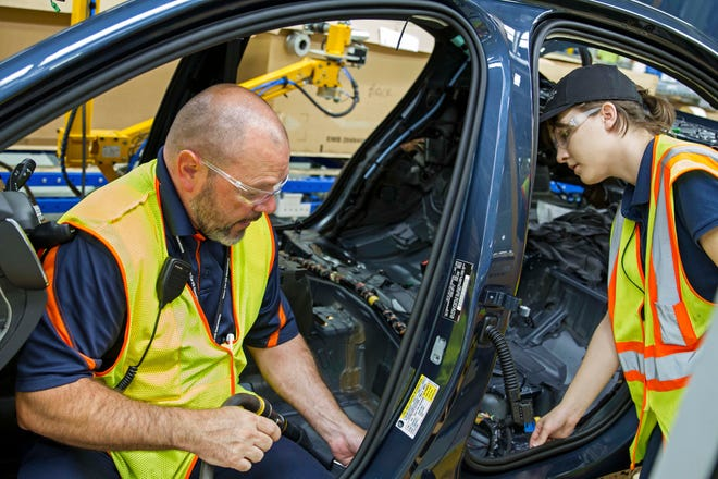 Volvo has hired 1,000 non-union workers for its S60 assembly in South Carolina. The company plans to hire 2,900 more over the next five years.