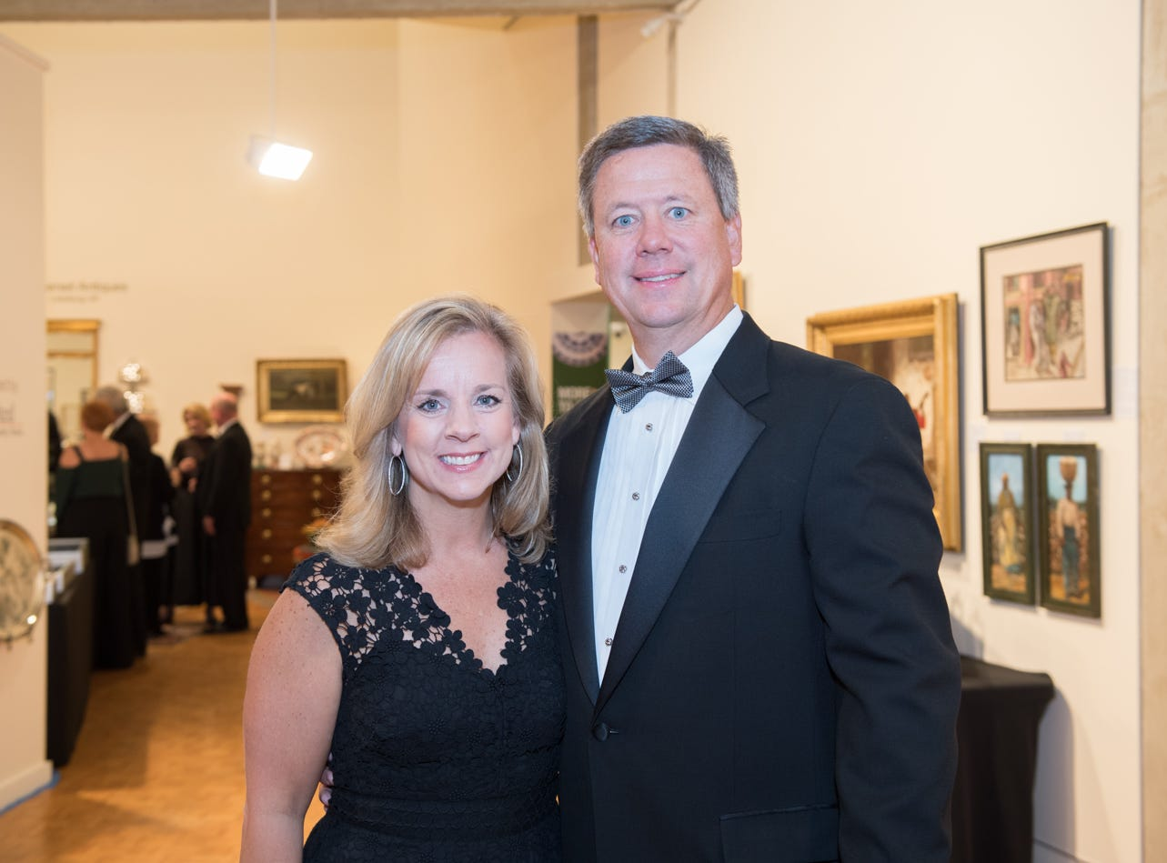 It was a gorgeous, black-tie evening at the Greenville County Museum of Art for the Gala Preview for the 33rd Annual Antiques, Fine Art & Design Weekend. Guests browsed among beautiful antiques while enjoying elaborately decorated tables of delicious food and drinks! It was a special evening to explore and preview unique pieces brought in by a number of antique dealers from all over the area.